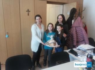 Dica darovala božićni kruv pridsidnici BNS-a